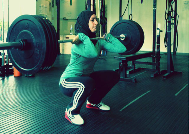 Irfan_GYM-9_Zainab-Ismail-performs-squats-cropped